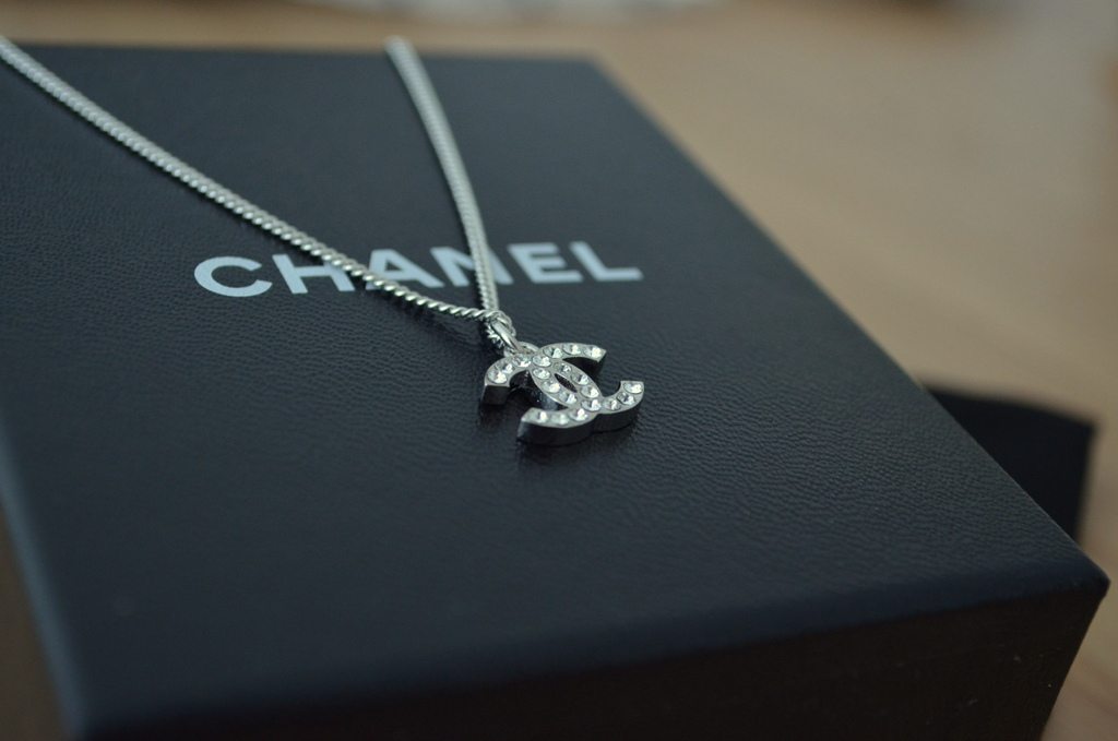 Chanel Necklace Classic Price This Classic Chanel Necklace