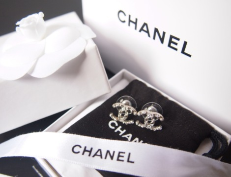 Come with Chanel paper bag, box, earrings bag, ribbon and flower. All original packaging from Chanel