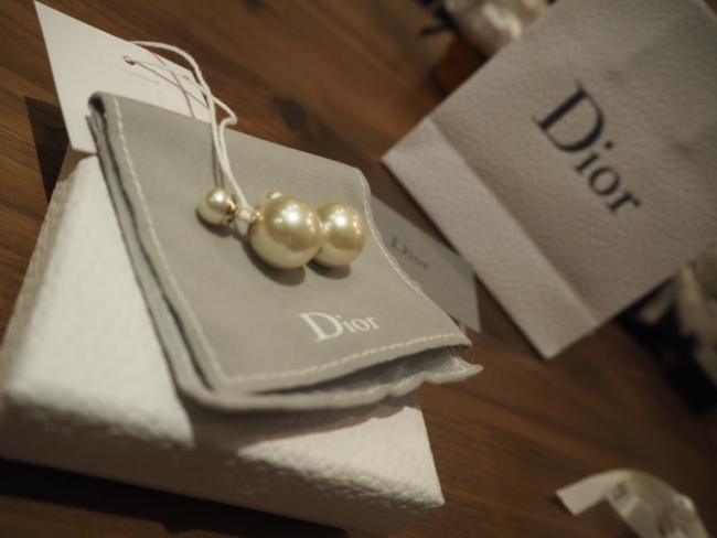 We have one pair of Mise en Dior for sale [in Singapore only]